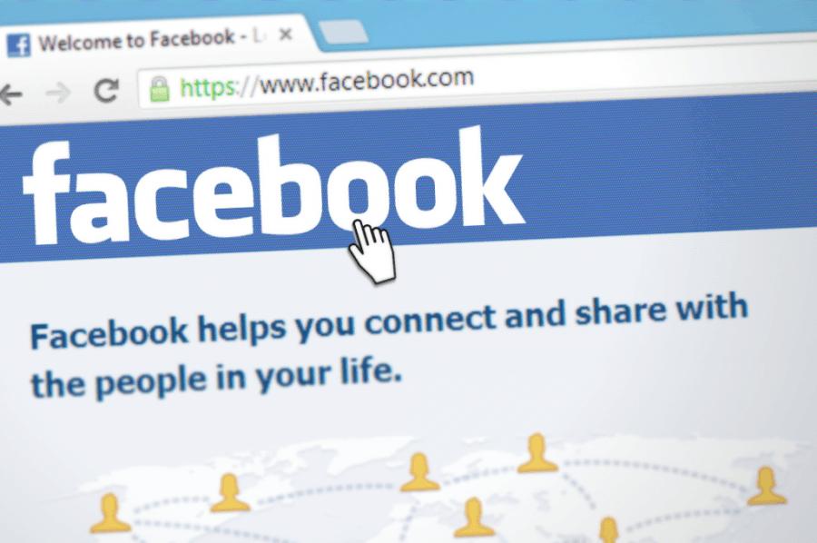 reseaux sociaux : écran Facebook