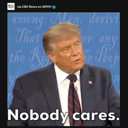 Donald Trump se moquant de Joe Biden.